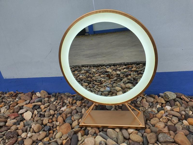 Gương Để Bàn Đèn Cảm Ứng D40