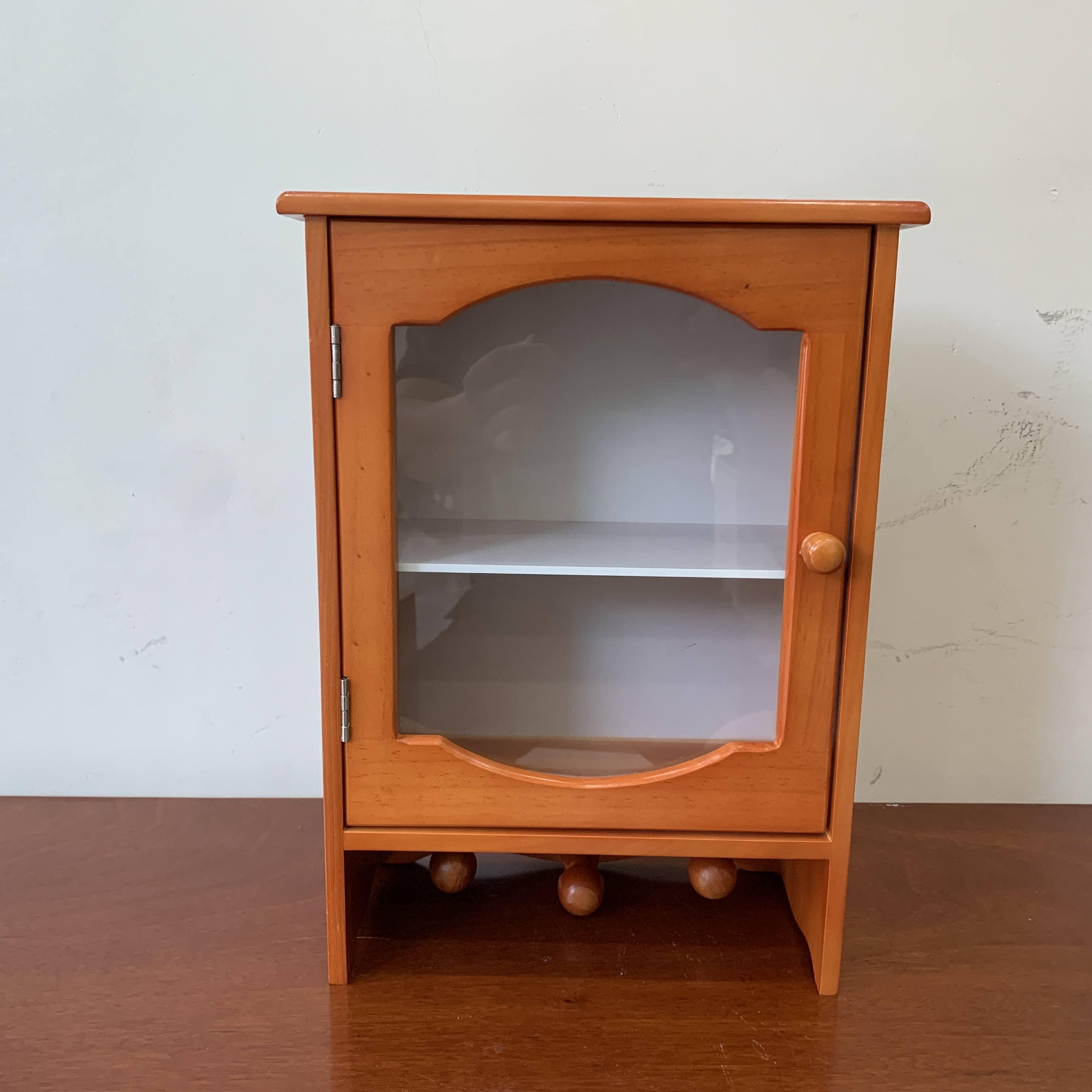 Tủ thuốc có móc treo gỗ thông LHQ, sản phẩm cho mọi nhà.